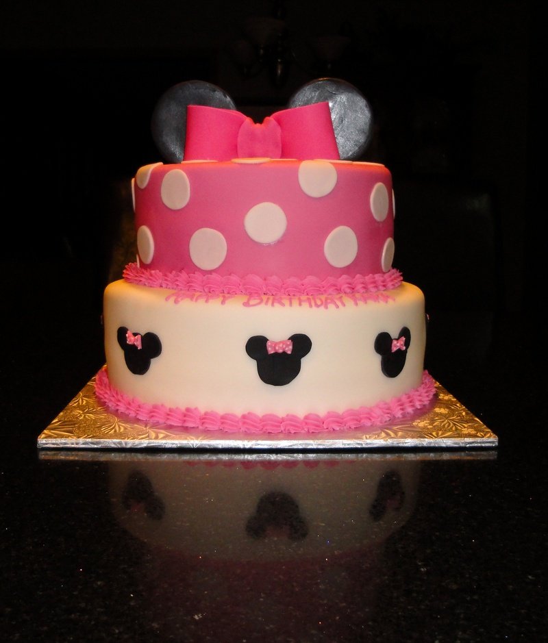 Minnie Mouse Theme Cake