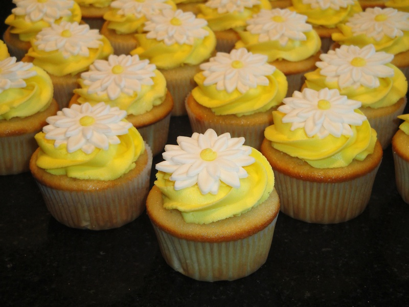Cheery Daisy Shower Cupcakes