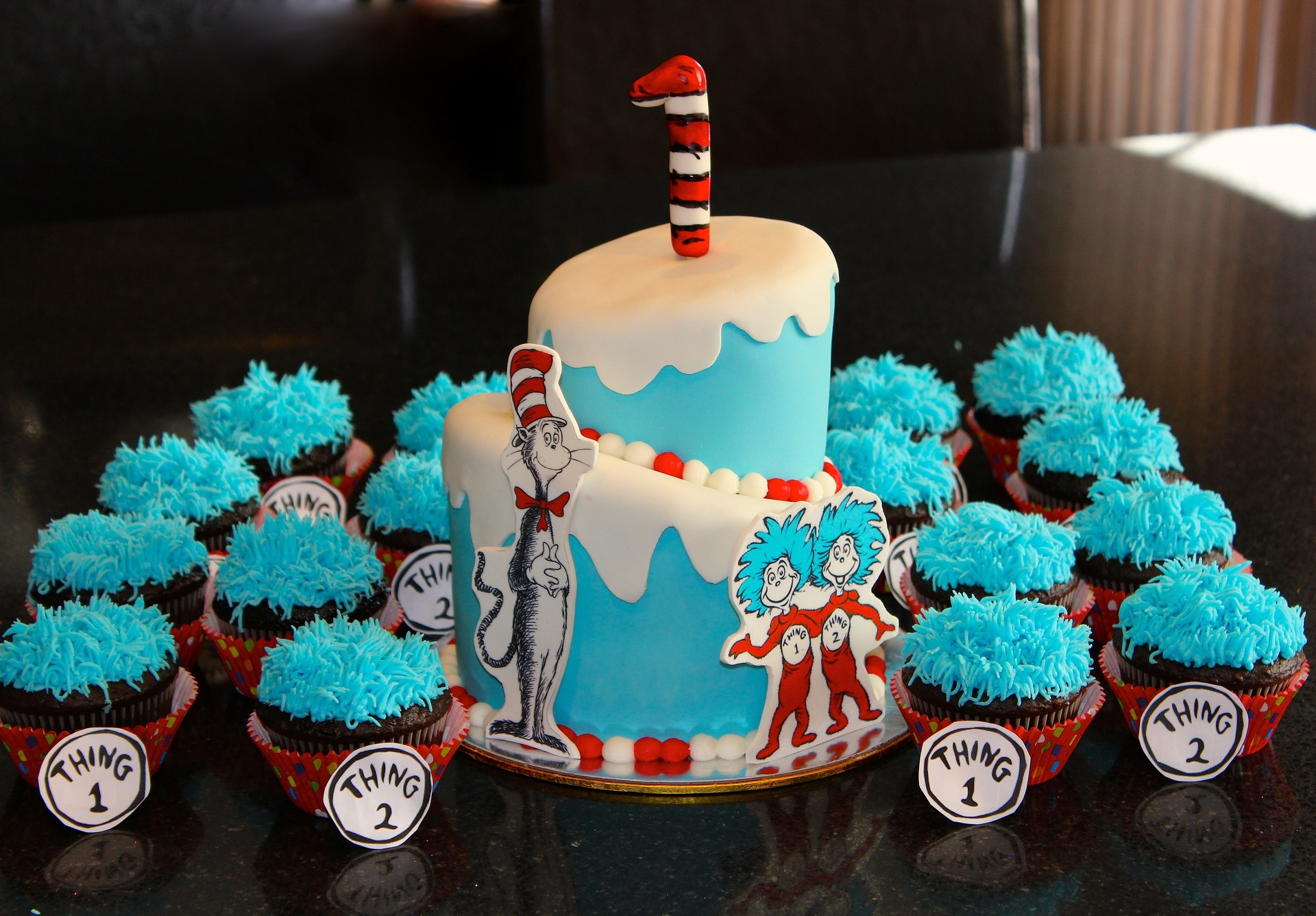 Cat In The Hat Cakes With Cupcakes