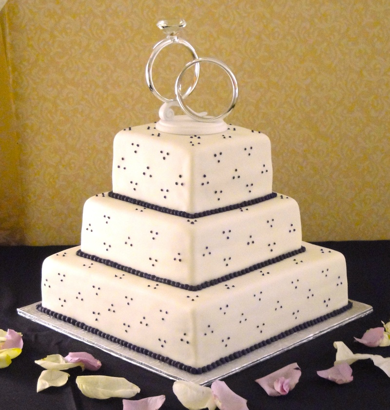 Wedding Rings Cake With Eggplant Details